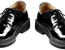 Як позбутися запаху нового взуття