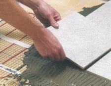 Як клеїти підлогову плитку