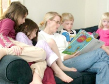 Як навчити дитину швидкого читання