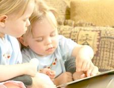 Як навчити дитину ліпити й малювати