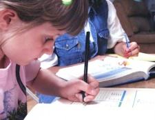 Як навчити дитину правильно тримати олівець