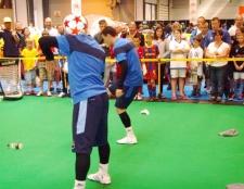 Як навчитися футбольного фристайлу