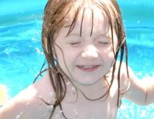 Як навчитися плавати дитині