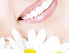 Як очистити зуби від нікотину