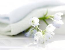 Як відбілити білу тканину
