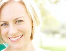 Як відбілити зуби народними методами