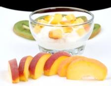 Як приготувати манну кашу з фруктами
