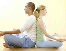Тянущая боль в спине у женщины причины