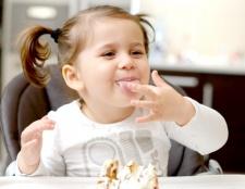 Як вчити дитину їсти самостійно