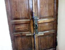 Як прикрасити старі двері