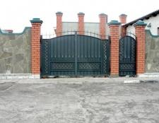 Як вибрати ворота з хвірткою для дачі
