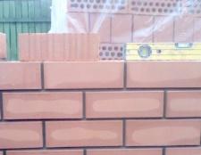 Як викласти стіну з цегли