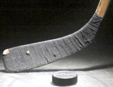 Як замотувати хокейну ключку