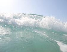 Чому вода в морі солона