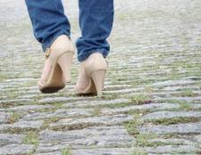 Як розтягнути замшеві туфлі