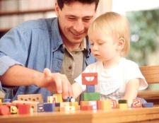 Як грати з малюком до року
