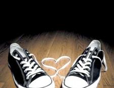Як позбутися запаху в кросівках