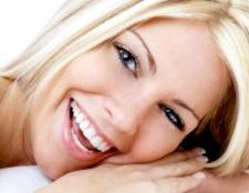 Як відбілити зуби без стоматолога