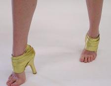 Як позбутися запаху шкіряного взуття