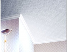 Як клеїти панелі на стелю